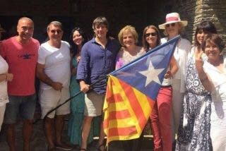 Los independentistas Puigdemont, Rahola y Laporta se pegan un fiestón con paella incluida