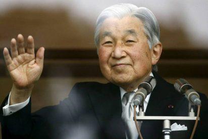 El emperador de Japón quiere abdicar porque se siente 'pachucho'