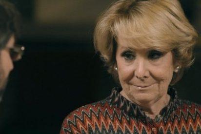 """Esperanza Aguirre felicita a Ahora Madrid por haber cambiado la bandera """"costrosa, deshilachada, sucia y asquerosa"""" de la Junta Municipal"""