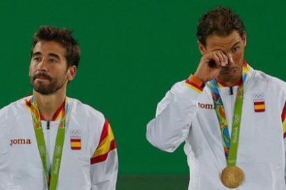 Rafa Nadal se mosquea al ver que le quieren colar una estelada en la entrega de medallas