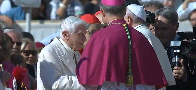 """Gaenswein: """"Benedicto XVI no ha abandonado para nada la misión de Pedro"""""""