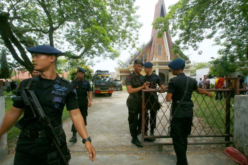 Descartan vínculos entre el EI y el ataque en una iglesia de Indonesia