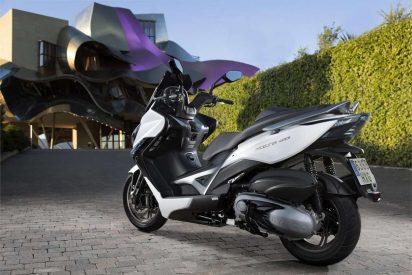 Piaggio x10 350, Kymco Xciting 400 y BMW C650 Sport cara a cara
