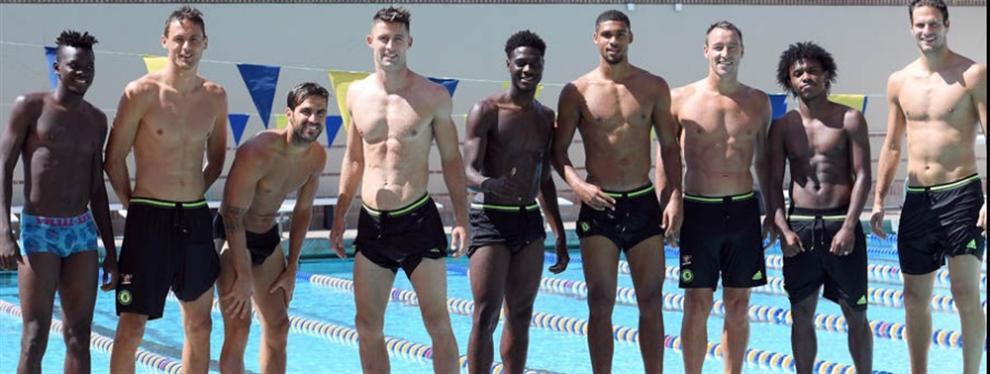La fiebre olímpica llegó a los jugadores de Chelsea, quienes imitaron a Phelps