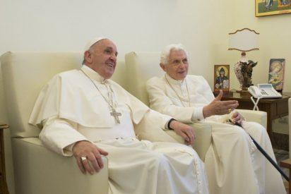 """Francisco: """"La Iglesia tiene una deuda de gratitud hacia Benedicto XVI"""""""