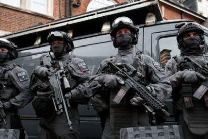 Un tipo enloquecido se lanza contra la gente a cuchilladas y mata a una mujer y hiere a cinco en Londres
