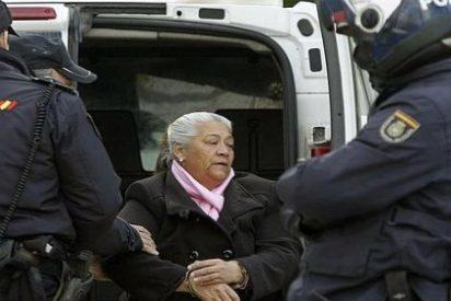 """Sale de prisión la histórica matriarca del 'súper de la droga' en Mallorca: Confeti y gritos de """"¡Guapa!"""" para 'La Paca'"""