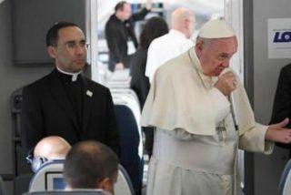 Francisco en el avión de regreso de Cracovia: