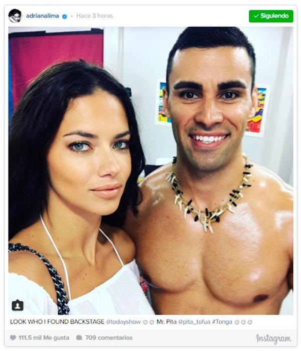 Adriana Lima y el abanderado de Tonga: la foto que arrasa en Instagram