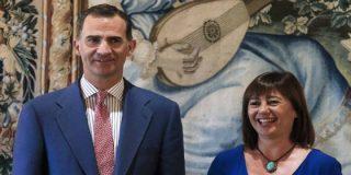 Armengol le vende al Rey en Mallorca la investidura de su amado Sánchez