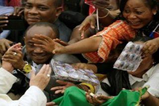 """Papa: """"La puerta santa es la del encuentro entre el dolor de la humanidad y la compasión de Dios"""""""