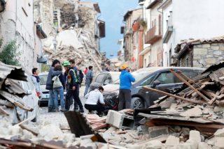 Un fuerte terremoto sacude el centro de Italia y se siente en el Vaticano
