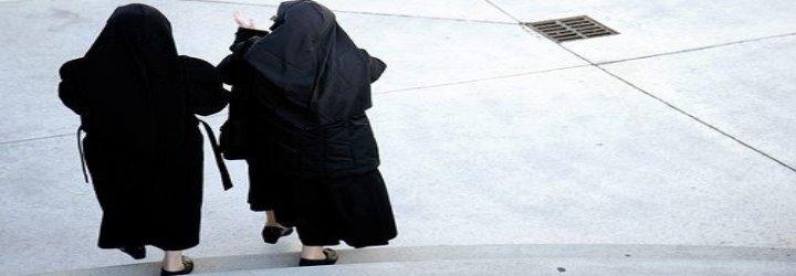 Dos monjas dejan los hábitos para casarse entre ellas