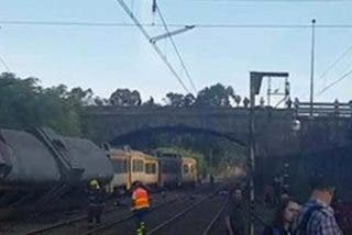 Cuatro muertos y numerosos heridos al descarrilar un tren de pasajeros en O Porriño (Pontevedra)