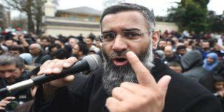 Meten entre rejas a un clérigo musulmán en Reino Unido por lamerle el culo al ISIS