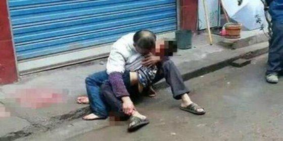 Muere un niño al intentar entrar en su casa por una cuerda porque su abuelo olvidó las llaves