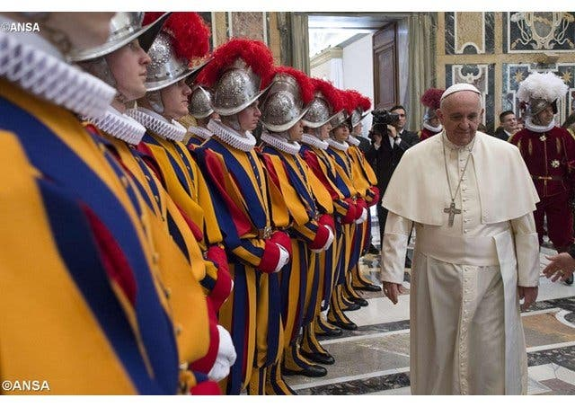 """Roma agradece a la Guardia Suiza y la Gendarmería su trabajo en tiempos de """"máxima vigilancia"""""""