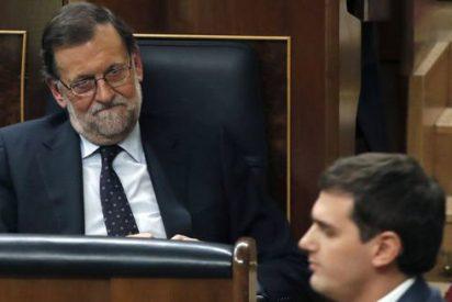 Los agotadores giros de Ciudadanos le dan un balón de oxígeno inesperado a Sánchez