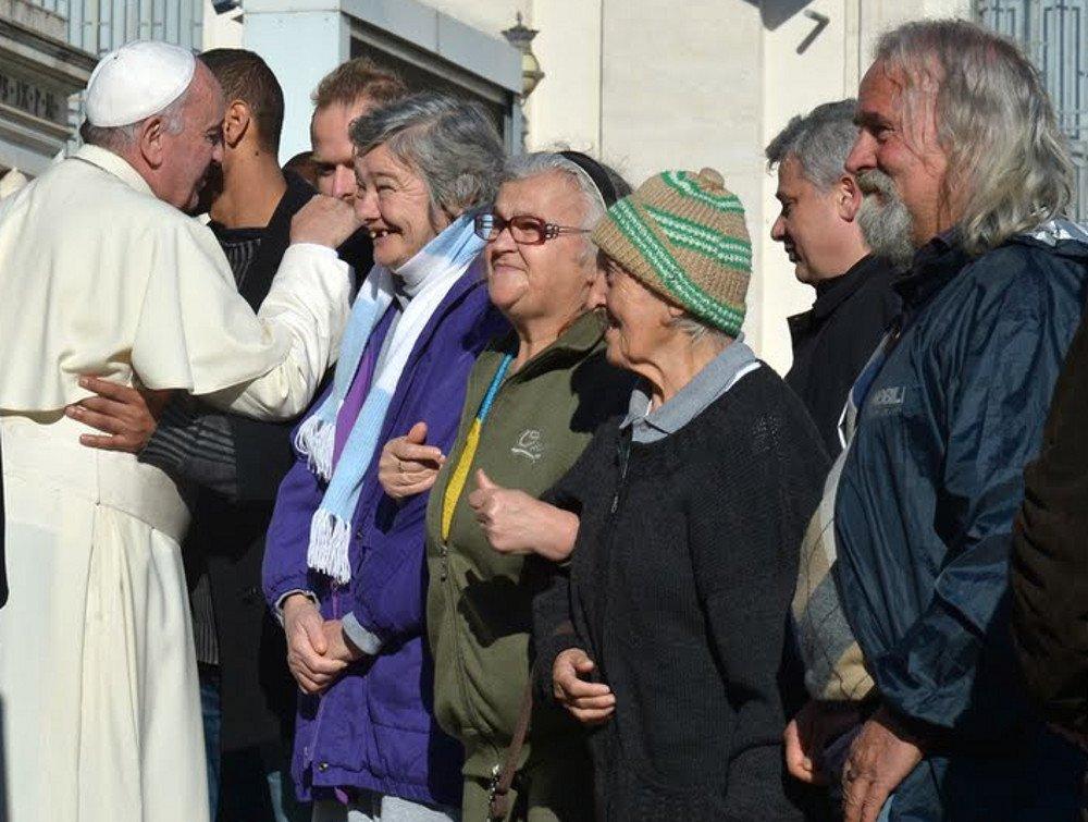 El Papa invita a almorzar a 1.500 pobres atendidos en las casas de Madre Teresa en Italia