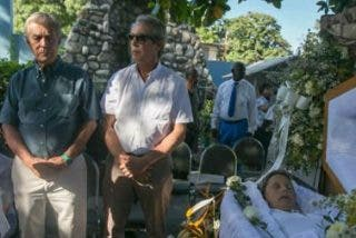 Centenares de haitianos despiden a Isa Solá en Puerto Príncipe