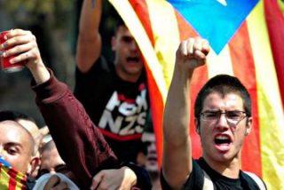 """Con estos 'collons' persiguen a una familia los independentistas por gritar """"¡Viva España!"""""""