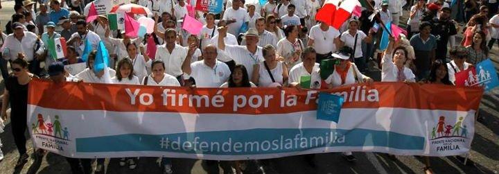 Miles de personas se manifiestan en México en contra del matrimonio homosexual