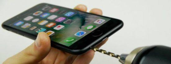 El peligroso vídeo que hace que miles de bobos hagan un agujero a su nuevo iPhone 7
