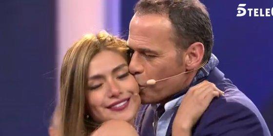 Carlos Lozano, hospitalizado de urgencia, y su novia no va a verle