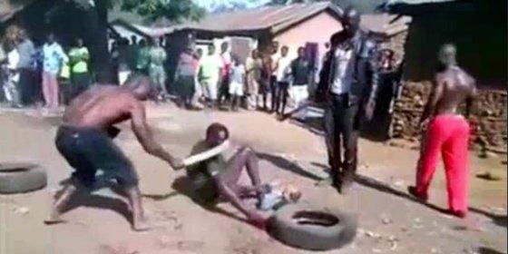 Queman vivo a un refugiado africano tras destrozarlo a golpe de machete