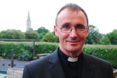 El obispo de Grantham, primer anglicano inglés en desvelar su homosexualidad