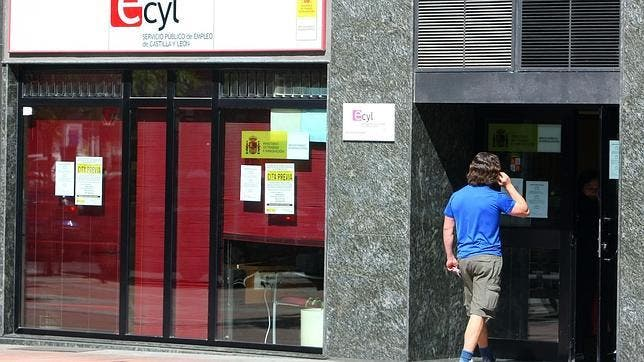 Empleo destina más de tres millones de euros para contratar a 365 jóvenes y desempleados