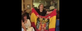 Así se les llena la boca con el 'Cara al Sol' a los clientes de un restaurante gallego