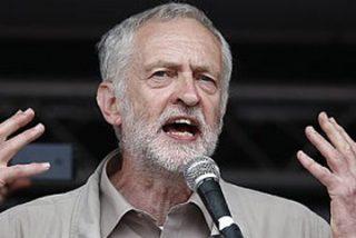 Sacuden al líder laborista Corbyn hasta en el velo del paladar por cobrar de una TV iraní