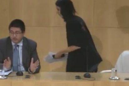 La 'asalta capillas' planta a la prensa para ir a la Universidad de Podemos