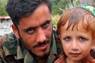 El rico comandante talib谩n y su reba帽o de esclavos sexuales infantiles