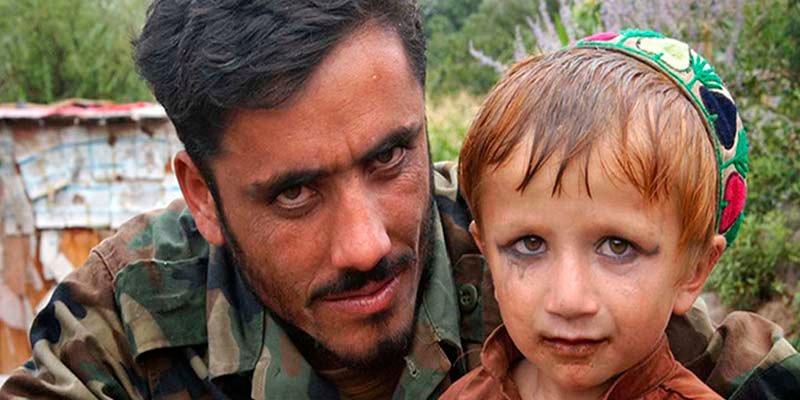 Le riche commandant taliban et son troupeau d'esclaves sexuels