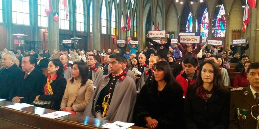 Nueva protesta contra Barros en la catedral de Osorno