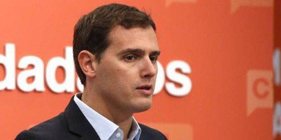 Albert Rivera echa en cara al PSOE que no haya exigido reforma alguna a cambio de su abstención