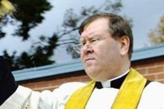 El sacerdote que defendió a Pell en Australia, suspendido tras ser acusado de abusos en Irlanda