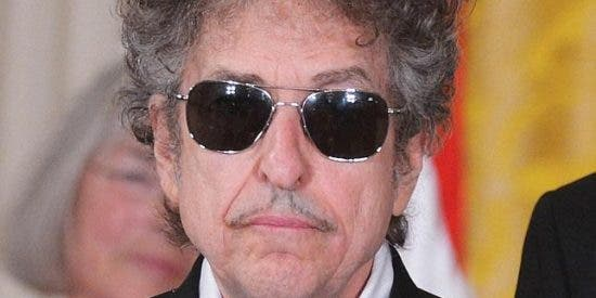 La Academia Sueca no logra contactar con Bob Dylan para premiarle con el Nobel