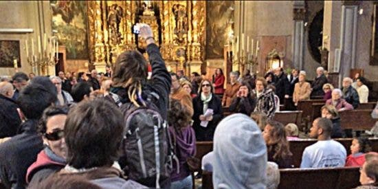Por montar este cristo en misa condenan a un año de cárcel a cinco proabortistas