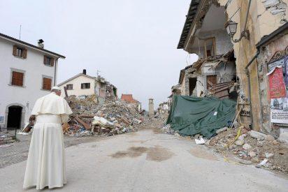 El abrazo del Papa entre las ruinas de Amatrice