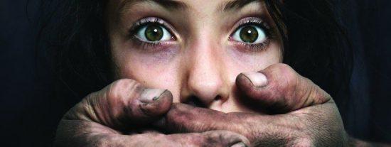Las 10 mujeres que lograron que sus violadores huyeran con el rabo entre las piernas