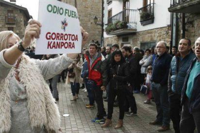 """Las bestias proetarras de Alsasua a las víctimas de ETA: """"Fascistas asquerosos, fuera de aquí"""""""