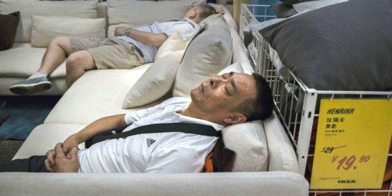 Ikea enrojece y 'hace la cama' a desvergonzados viejos verdes chinos