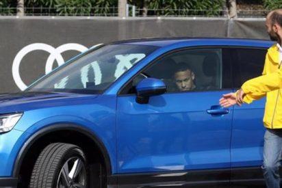El momento más cruel en la entrega de los Audis a los jugadores del Barça