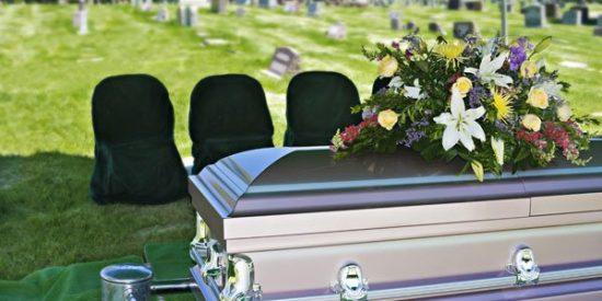 La Comisión Asesora de Libertad Religiosa pide a las administraciones entierros dignos