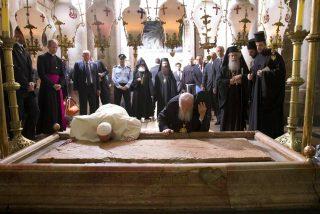 La losa de la tumba de Jesucristo, retirada por primera vez en siglos