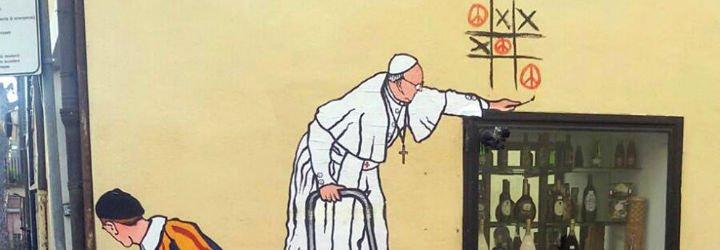 """El grafitti con el Papa jugando al """"tres en raya"""" por la paz emociona a Roma"""