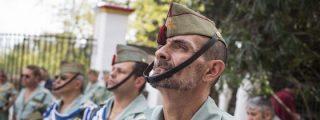 El legionario clava la bandera de España en plena cara a un feroz independentista